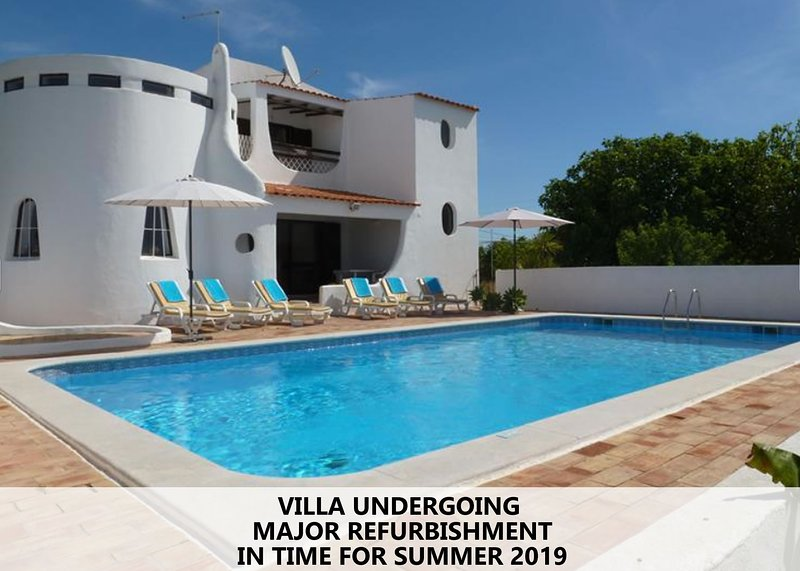 Wonderful quiet villa with pool and sea view