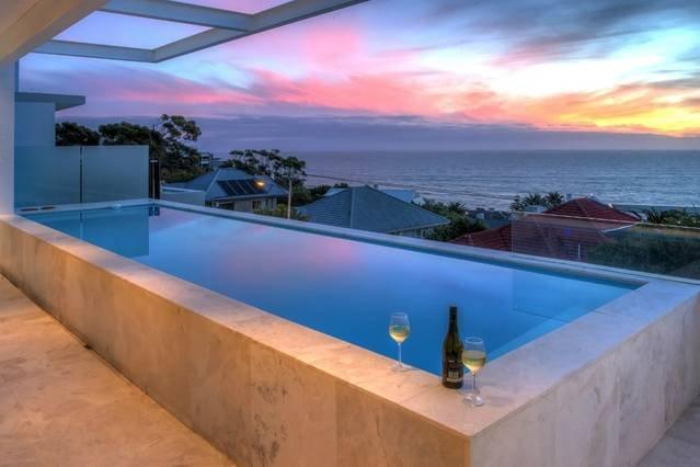 Prive-zwembad met ononderbroken uitzicht op de oceaan