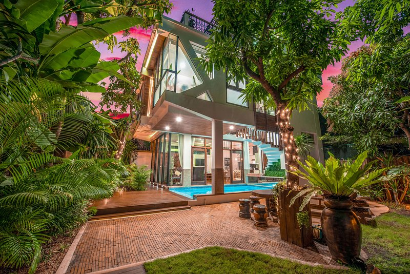 Villa Eternal with private pool over 3 levels with rooftop terrace, location de vacances à Province de Siem Reap
