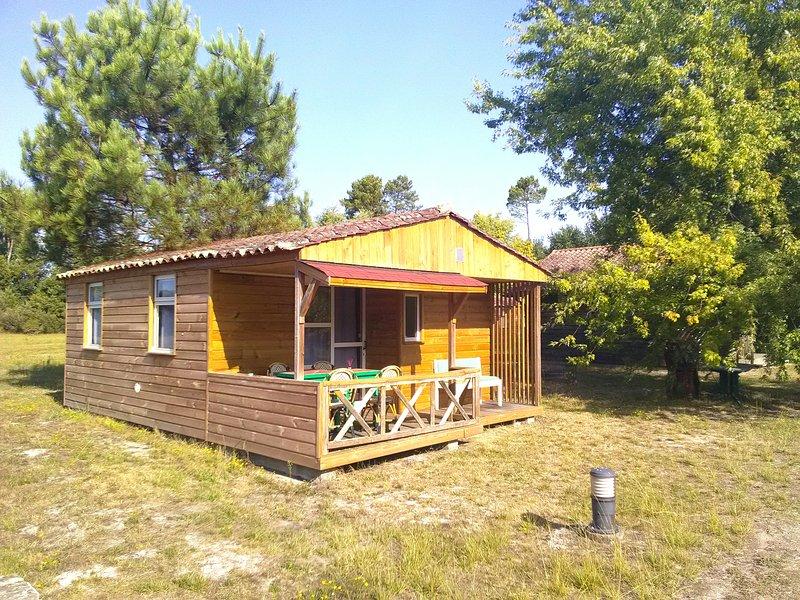Camping familial chalet 12, holiday rental in Saint-Julien-en-Born