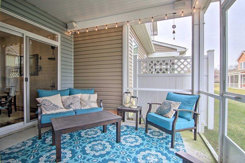 El tiempo de inactividad es mejor gastarlo en el hermoso patio con mosquitero.