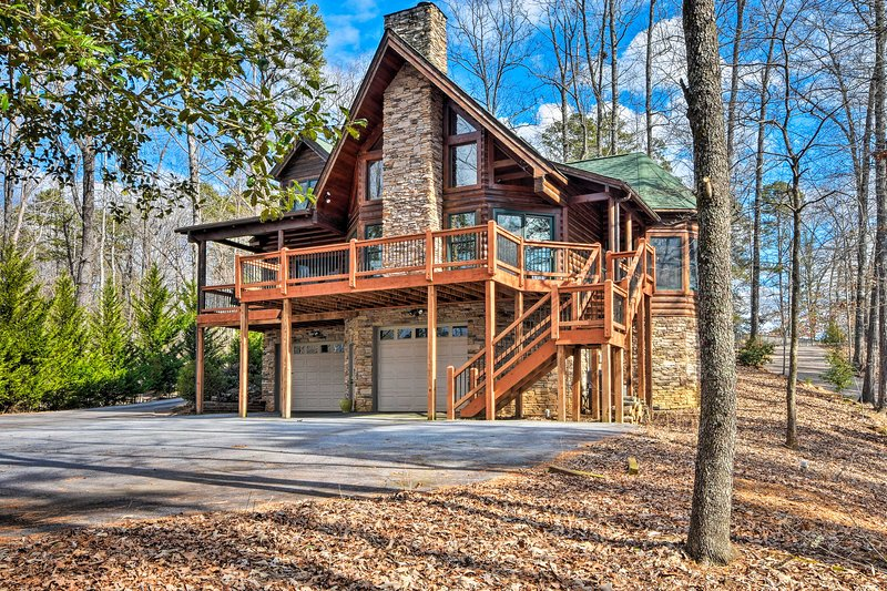 Spruce up Lake Keowee getaway with this beautiful 4-bedroom, 2.5-bath cabin!