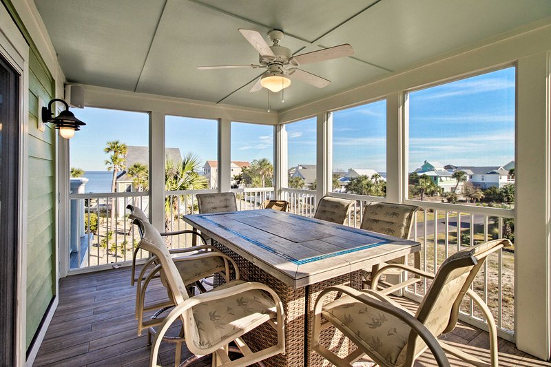 This beachy bungalow boasts 2,400 square feet of living space and room for 10.
