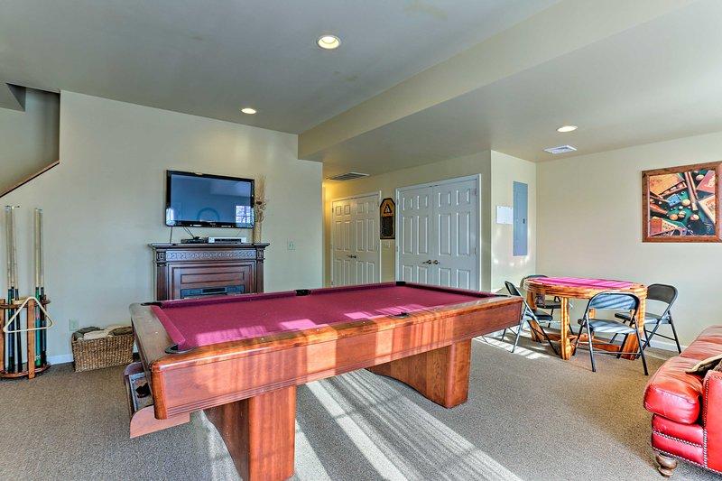 Dieses Haus in Lake Harmony verfügt über ein Spielezimmer und liegt nur wenige Minuten vom See entfernt.