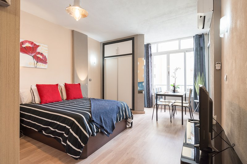 Namaste Apartment Comfortable Luxury Apartment centrally located, vacation rental in Torremolinos