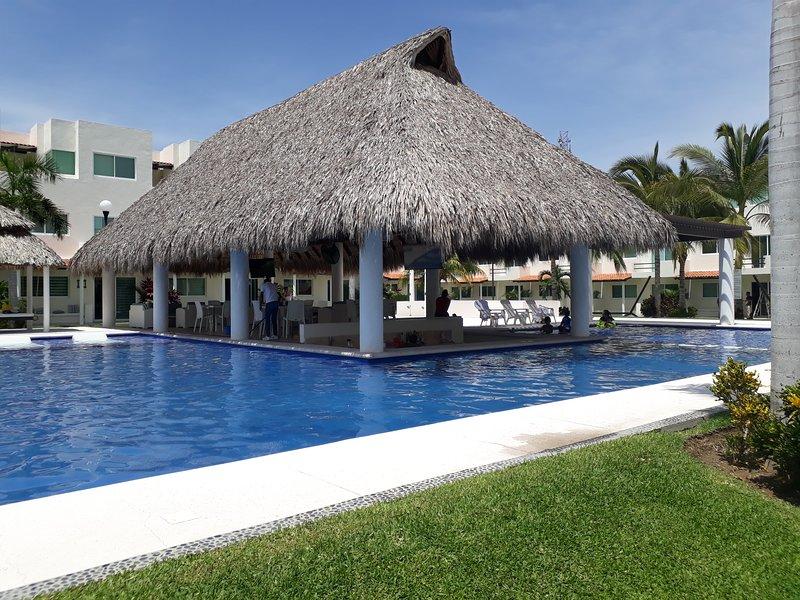 Hermosa casa en lugar seguro y tranquilo, holiday rental in El Marques