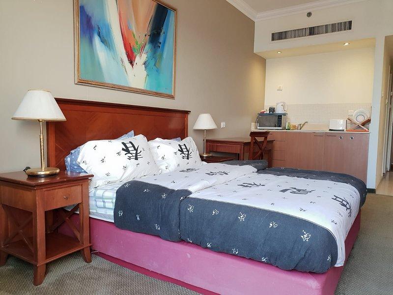 Marom Hof Hacarmel Studio Apartment with balcony, alquiler vacacional en Atlit