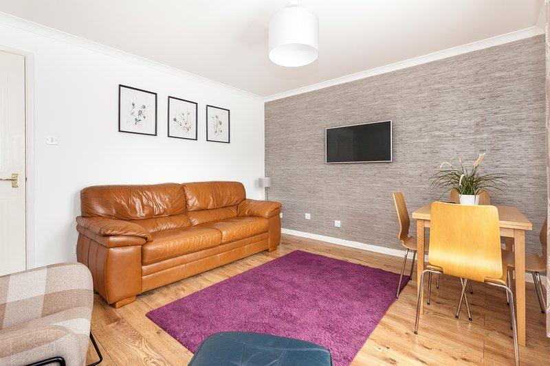 A City Centre  Modern 2 Bed Apt,Wi-Fi,Free Parking, vacation rental in Edinburgh