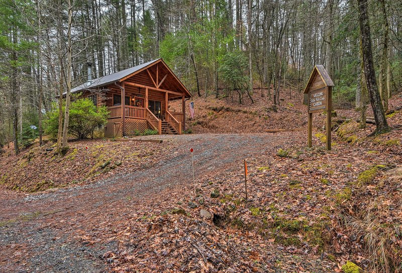 Revel in the peacefulness of secluded nature at 'Little Rock Creek Cabin.'