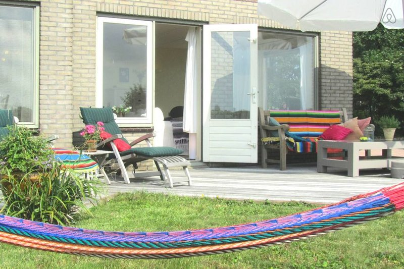 Comfortable lakeside apartment near Amsterdam (28a), holiday rental in Noorden