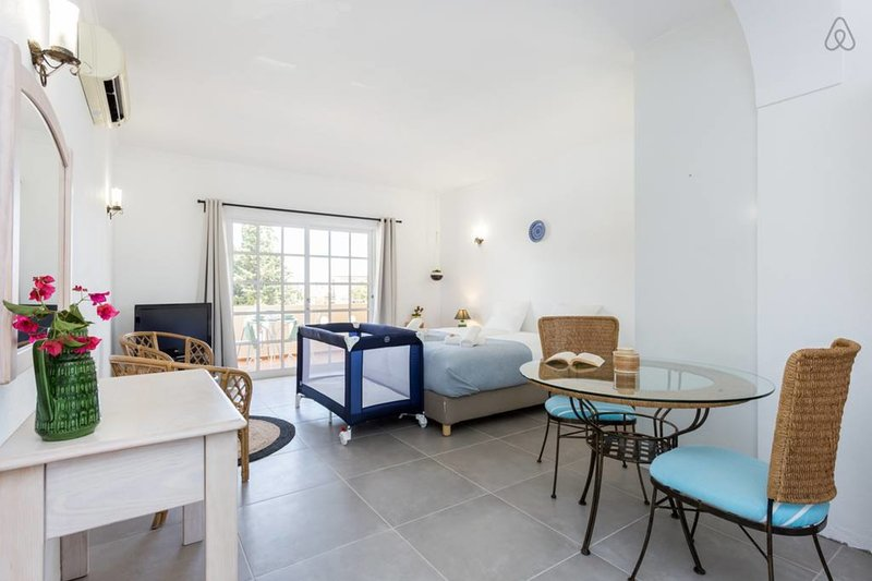 Quinta da Liberdade: studio 3 (with pool view), vacation rental in Almadena