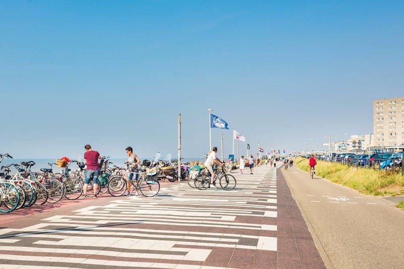 Zandvoort boulevard (10 minutes walk)