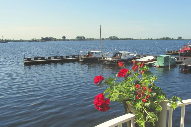 Comfy Apartment with great lake views (27b), holiday rental in Baambrugge