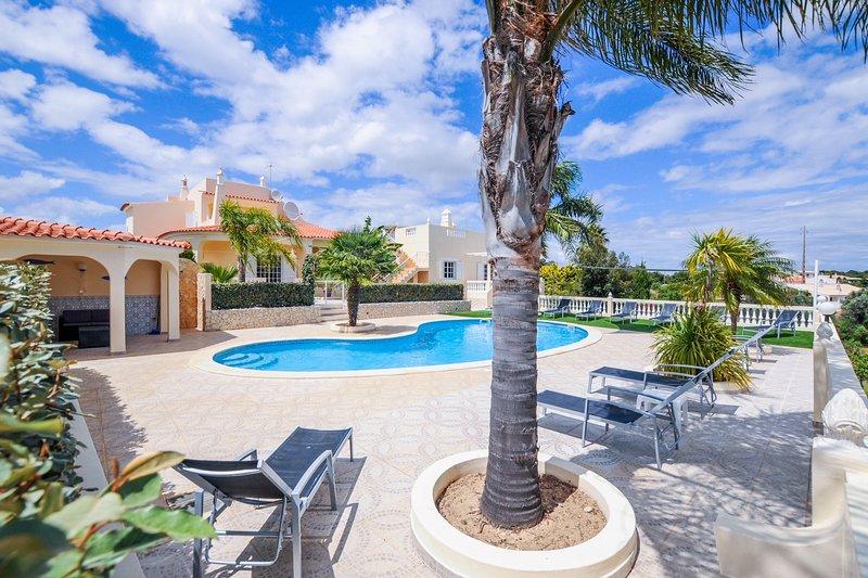 Villa Paraiso - Luxury villa, perfect for families!, holiday rental in Caramujeira
