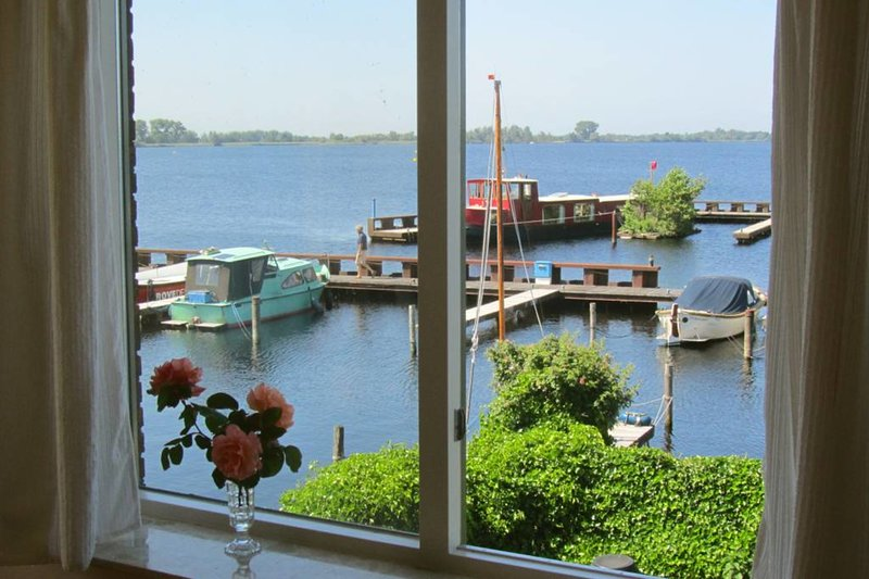 Comfortable lakeside apartment near Amsterdam (28b), location de vacances à Haarzuilens