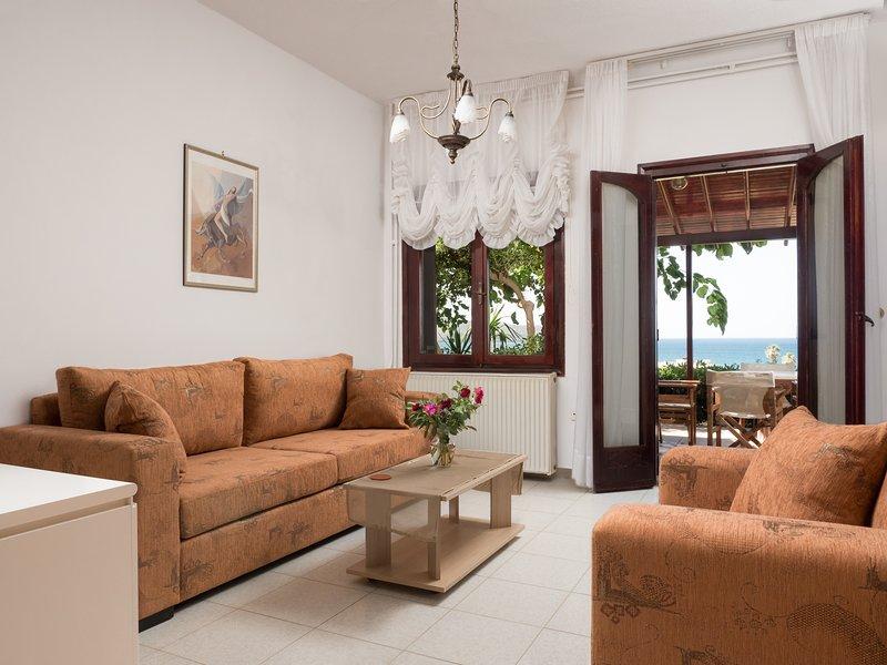 Private 3 Bedroom 135sqrm House with Sea Views - Romantic Corner (Anoula Osase), location de vacances à Stalos