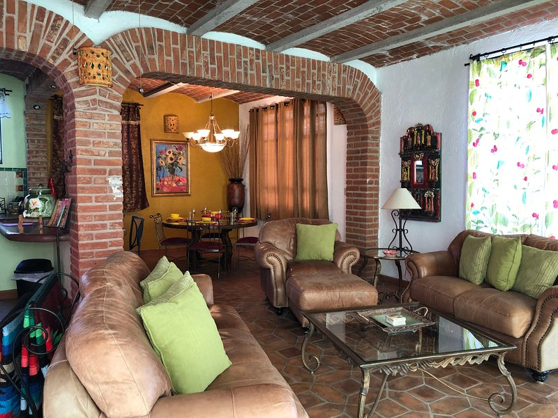CASA DE LA PAZ- CASA HERMOSA, holiday rental in Mineral de Pozos