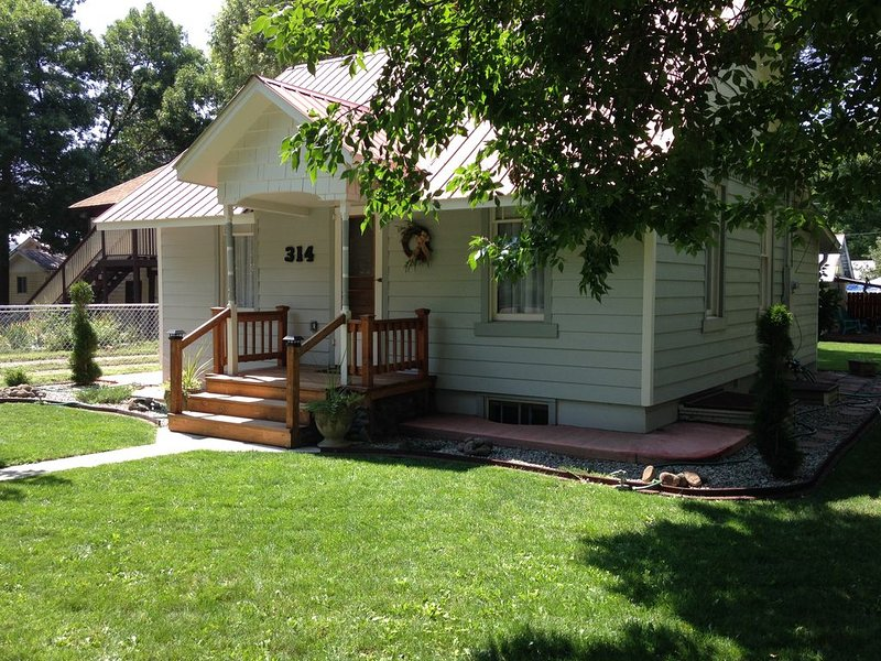 Cozy, enchanting, totally remodeled, quiet neighborhood, vacation rental in Hotchkiss