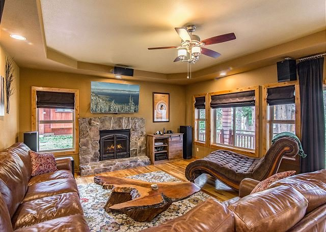Stunning Retreat w/ Deck, Prosser Lake Out Back Door - 5 Minutes to Truckee, holiday rental in Floriston