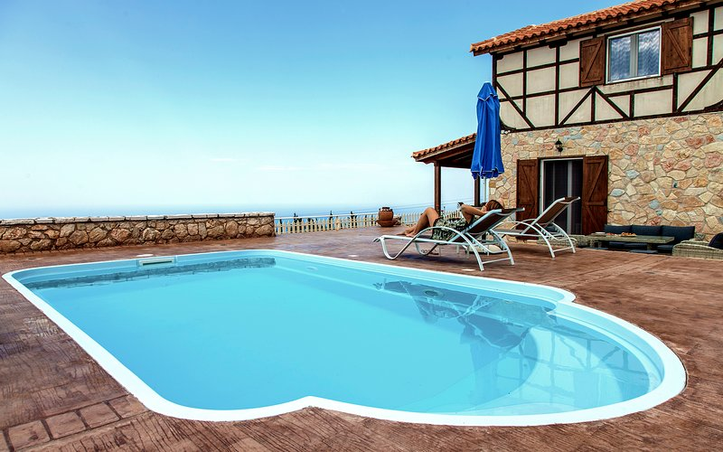 Villa Arenaria Ideal For Couples With Private Pool & Stunning Sunsets In Lefkada, holiday rental in Dragano