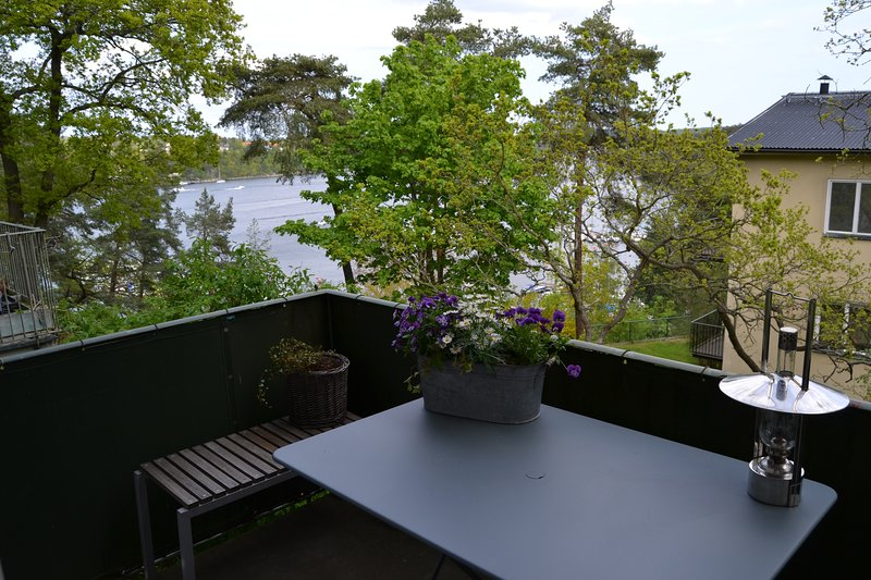 Charming apt in The National Park, alquiler de vacaciones en Solna