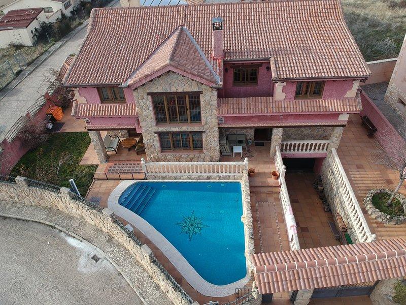 LA GRAN CASA DEL ENEBRAL, holiday rental in Castroserna de Abajo