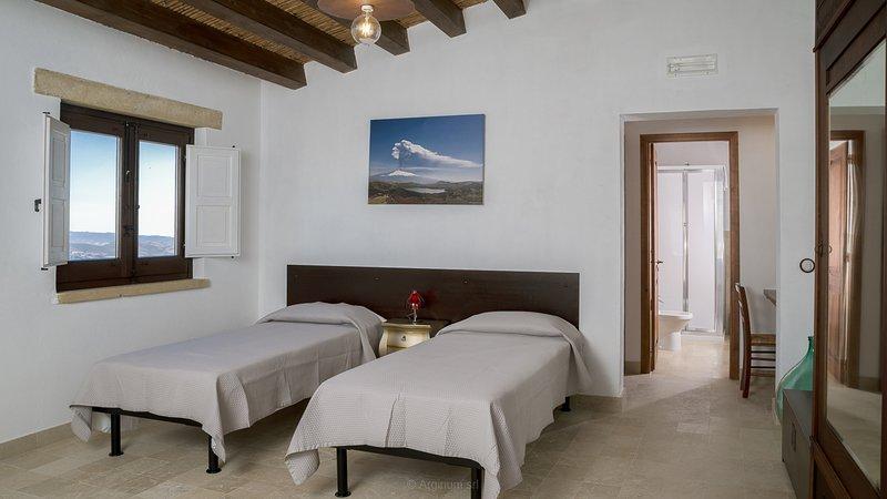 Case al Borgo-Agira Centre-Home Relais - Casa Enzo Sellerio, holiday rental in Nicosia