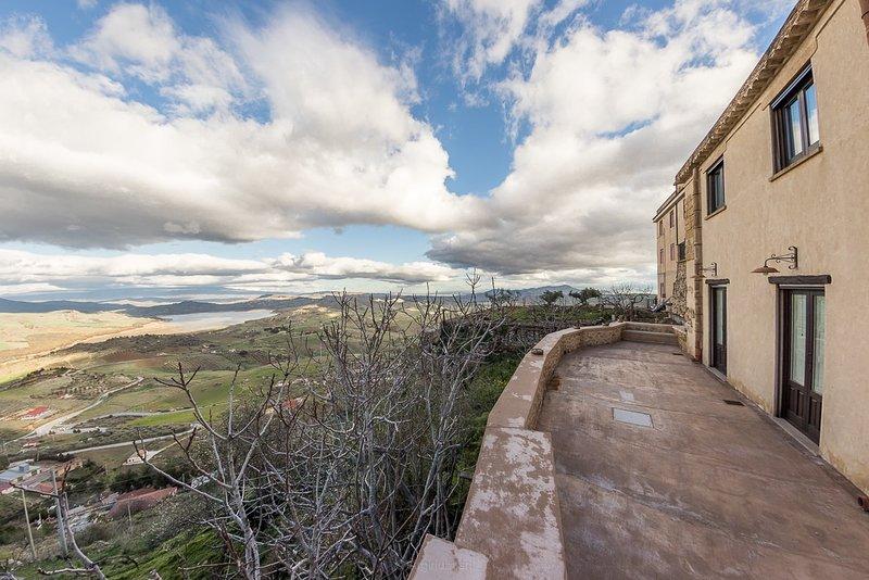 Case al Borgo-Agira Centre-Home Relais- Casa Archimede Pitagorico, holiday rental in Nicosia