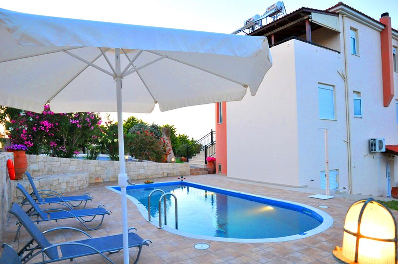 Comfortable,privacy,view,pool, holiday rental in Analipsi