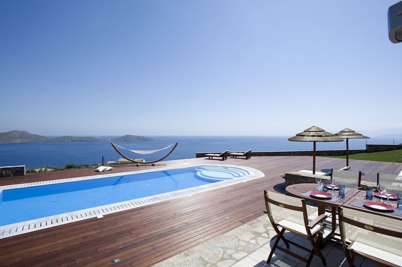 Luxury,stylish,relax,seafront,pool, vacation rental in Plaka