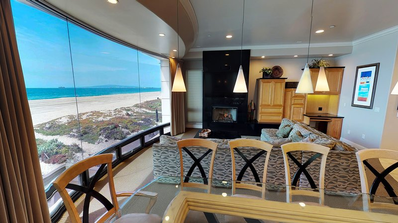 Beachfront 5 Bedroom Southern California Home, location de vacances à Huntington Beach