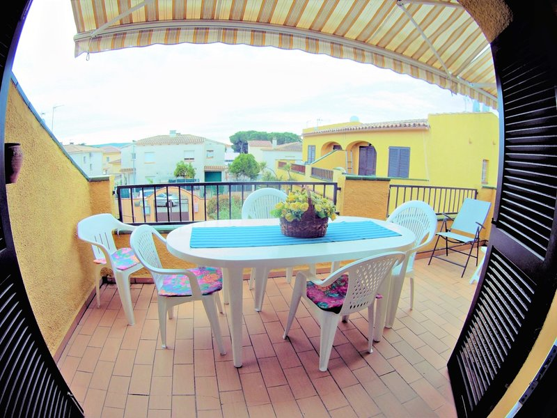 Tropicana Apartment, TERRACE, SWIMMING POOL, CLIMA, 2 BEDROOMS, 5 PEOPLE, holiday rental in Tor