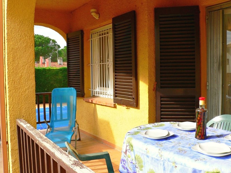 Ibiza apartment, ground floor, with terrace and a, next to the POOL for 4 p, holiday rental in Tor