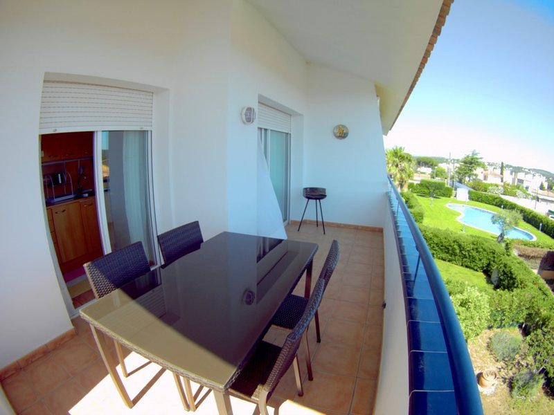 Duplex Nuria, modern for 5 / 6 pax with communal pool and garden, holiday rental in Tor