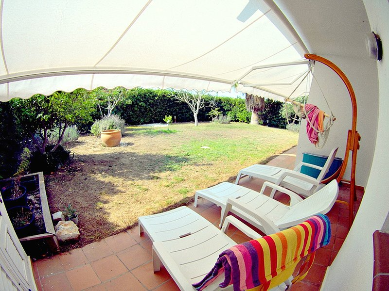 El Jardin apartment, modern for 6pax with communal pool and private garden, holiday rental in Tor