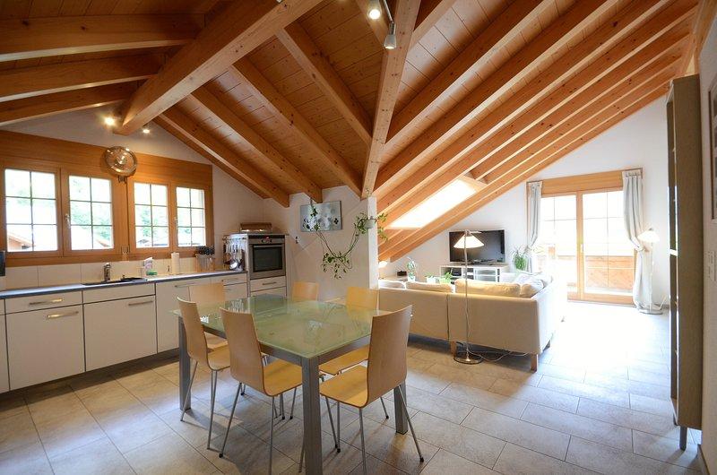 Apartment Honegg.   Outstanding views, spacious and luxurious.  Sleeps 6., casa vacanza a Oberland Bernese