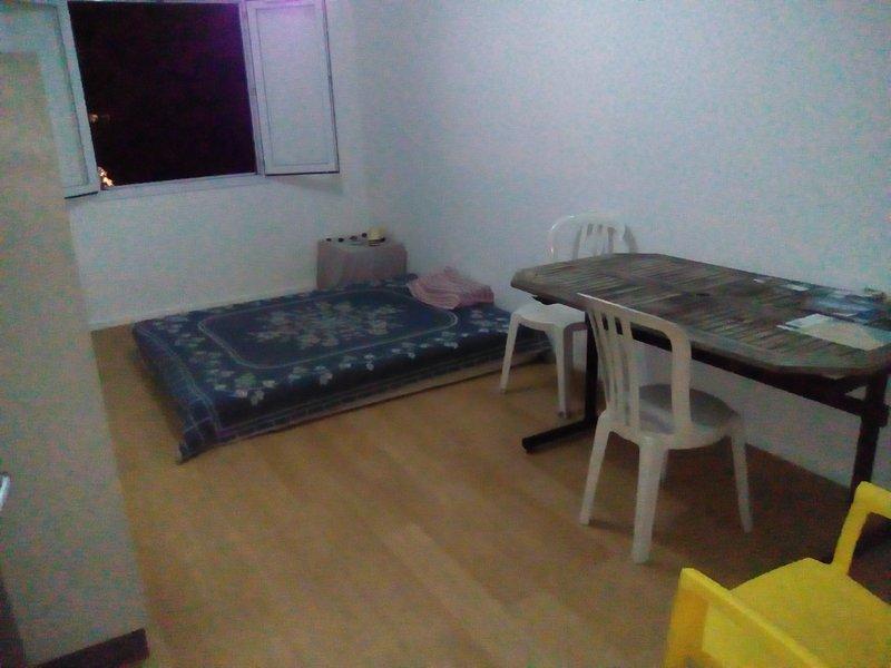 Chambre meublée dans T2 toutes commodités comprises, holiday rental in Saint-Denis