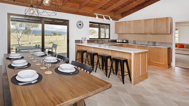 Peak View House- Acreage with a view, holiday rental in Berridale