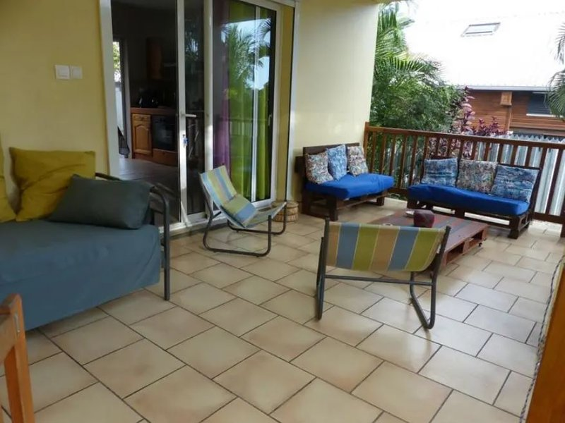 Nice house with garden & terrace, holiday rental in Etang-Sale les Hauts
