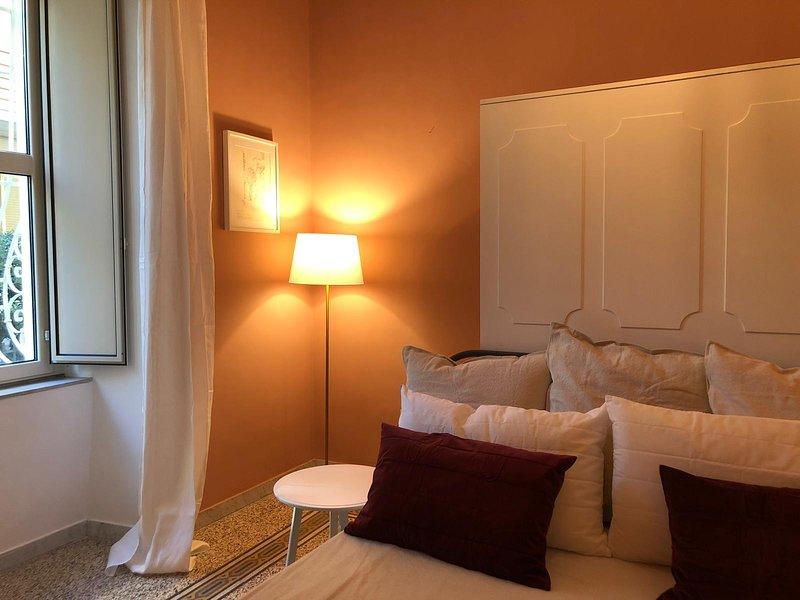 Chez Mamie apt2, un'accogliente angolo in pieno centro a Salerno, casa vacanza a Capezzano Inferiore