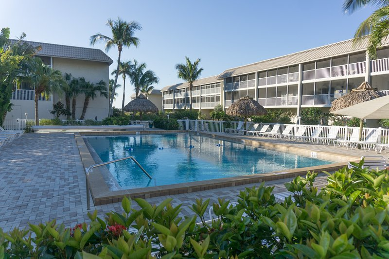 Breathtaking 2 BR/2 Ba, 77 Steps to Beach Unit 304, Dogs Welcome, holiday rental in Sanibel Island