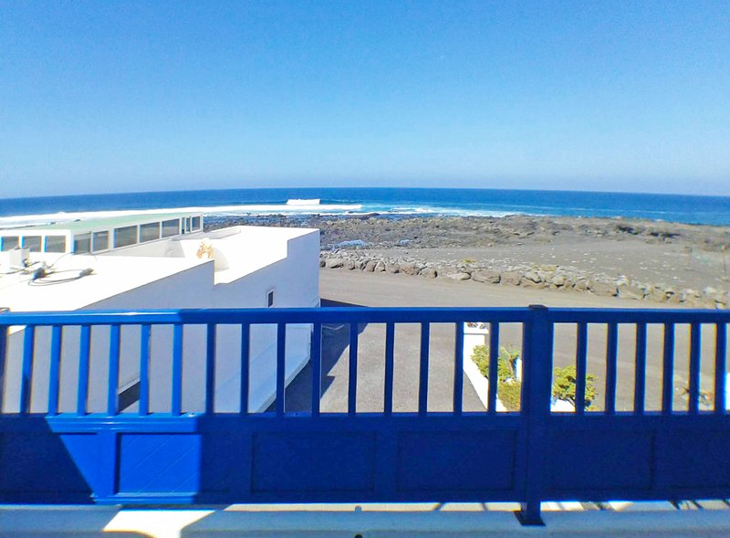 Front Beach House for relax, holiday rental in Las Brenas