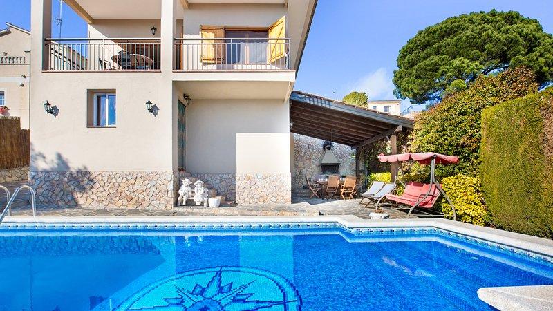 Caules Villa Sleeps 8 with Pool and WiFi - 5223710, location de vacances à Mont Barbat