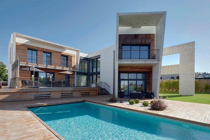 Villa Enea by FeelFree Rentals, holiday rental in Lasarte-Oria