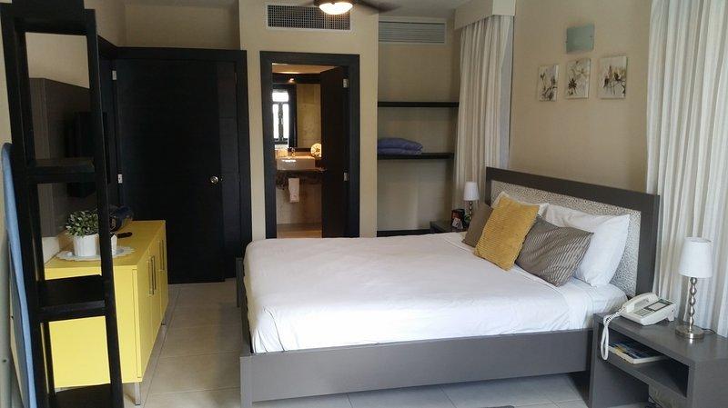The Royal Suites Para una suite de 2 habitaciones, cuesta $ 1050.00 por semana o $ 150.00 por noche