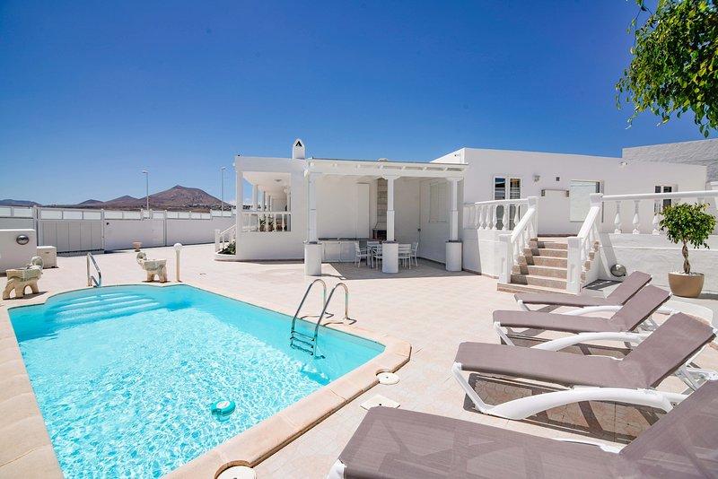 Villa Mariemne Vip, holiday rental in Playa Honda