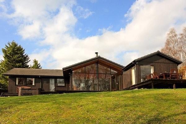 Ptarmigan Lodge - 4 Bedroom Lodge with Hot Tub, alquiler vacacional en Dulnain Bridge