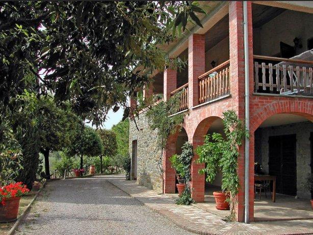 Villa Patrizia: Tuscany farmhouse, vacation rental in Borghetto