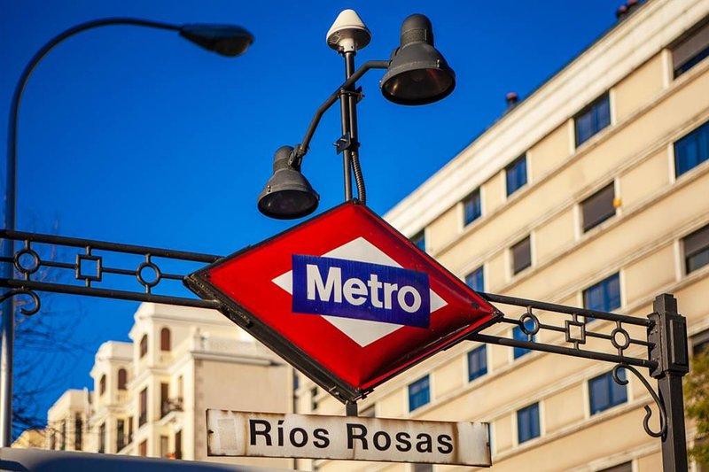 Metro: four-minutes walk away