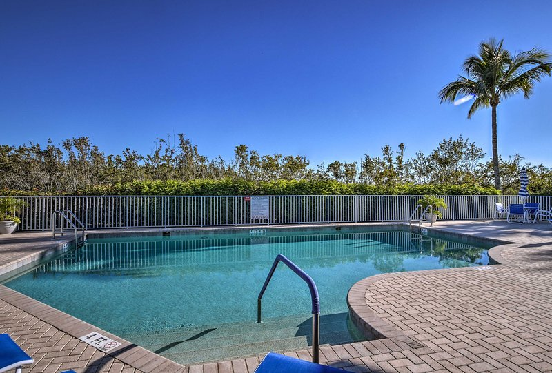Plan your South Florida retreat to this pristine townhouse in Fiddlers Creek!
